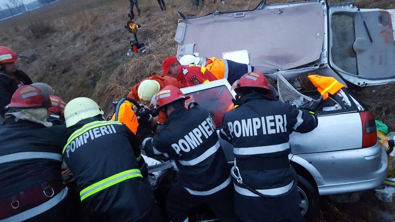 Pompieri si descarcerare isu Brasov in actiune
