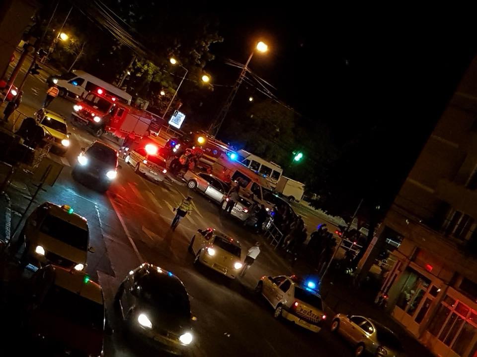 Mașina poliției în misiune, izbită de o șoferiță, la Oradea