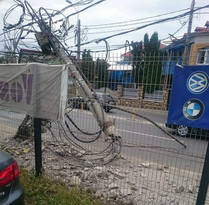 FOTO | Un șofer beat a rupt un stâlp de electricitate pe strada Traian Vuia din Cluj