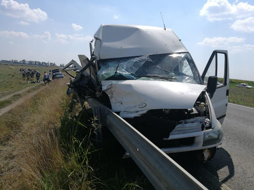 Accident pe autostrada Arad-Nădlac! Un mort și cinci răniți. Intervine elicopterul SMURD