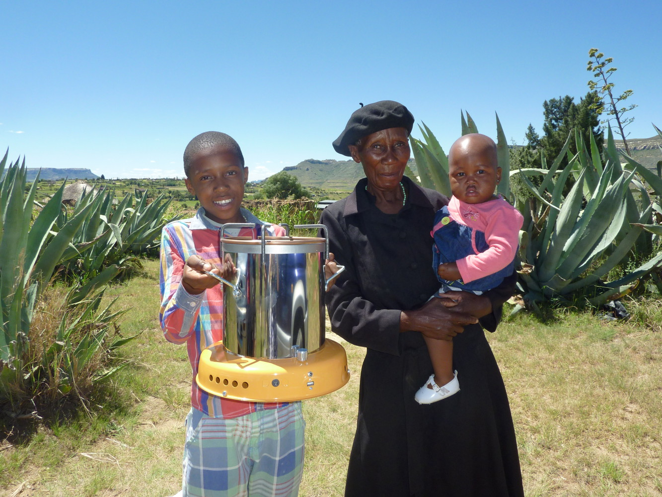 M'e Mateboho, from Haramabele, takes care of 4 grandchildren. Here with her adorable baby granddaughter and charming grandson. Her stove was donated by Annemiek Piscaer.