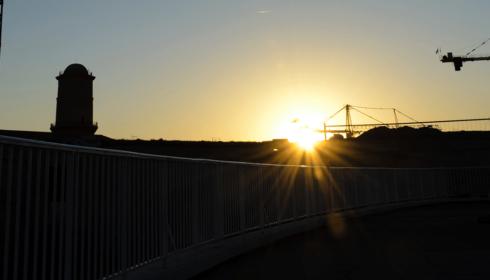 chantier et soleil couchant