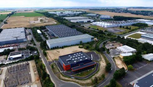 capture par drone d'écran vidéo promotionnelle site logistique