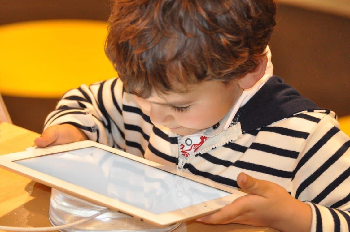 كيفية استخدام أدوات الرقابة الأبوية على أجهزة آيفون وآيباد