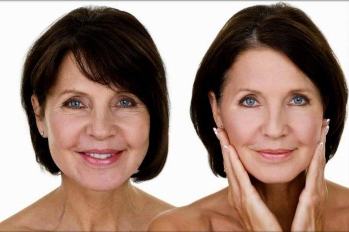 Ей 58 лет, а у нее нет ни глубоких морщин, ни обвисшей кожи
