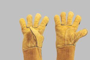 Vijf werk- en sporthandschoenen verboden