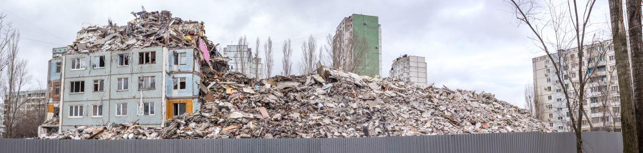 muur stort in, bouwvakker dood bij sloopwerk