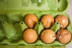 Rotte eieren gooien, levensgevaarlijk!