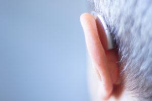 Hoor eens, eenmaal doof is voor altijd doof