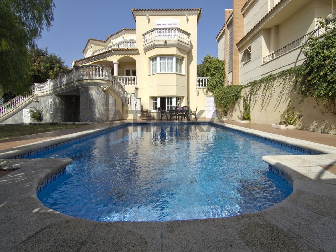 Casa independiente con piscina en pleno entorno natural, junto a la 'Serra dels Paranys'