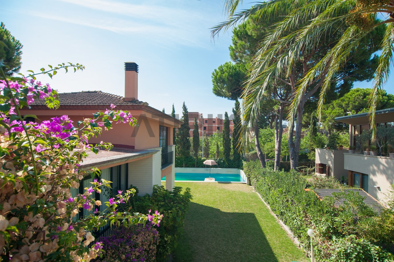 Detached house with swimming pool and garden in 'Gran Via Mar', 2 minutes away from the 'British School'