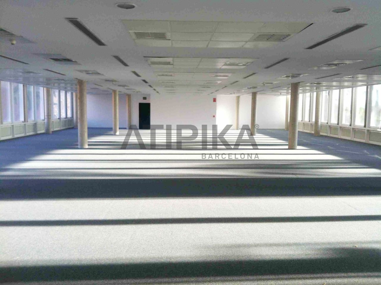 Bright renovated office next to Parc Diagonal Mar