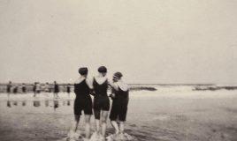 meisjes op strand Katwijk, 1927