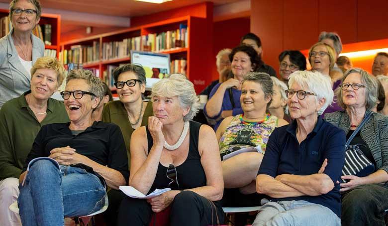 publiek bij premiere moving lesbians in bibliotheek atria