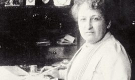 Aletta Jacobs achter haar bureau