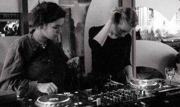 vrouwen achter draaitafel - muziek