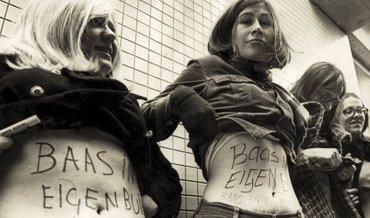 dolle mina's demonstreren voor recht op geboortebeperking en abortus in 1970 in Utrecht
