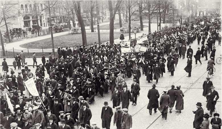 betoging voor algemeen vrouwenkiesrecht georganiseerd door Vereeniging voor Vrouwenkiesrecht op 18 juni 1916