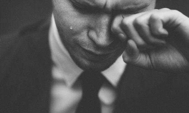 geweld huilende man fotograaf Tom Pumford