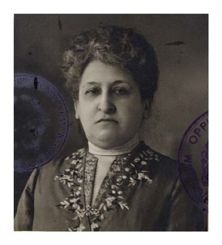 portret aletta jacobs op reisvisum dat werd opgesteld op 6 mei 1915