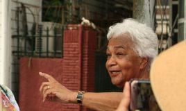 Cynthia McLeod, stadswandeling door Paramaribo, Suriname