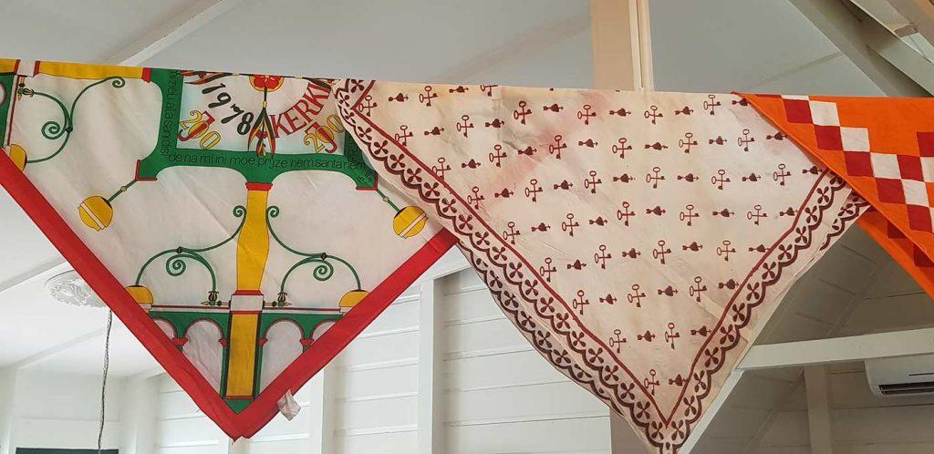 Angisa doeken in Koto Museum in Suriname