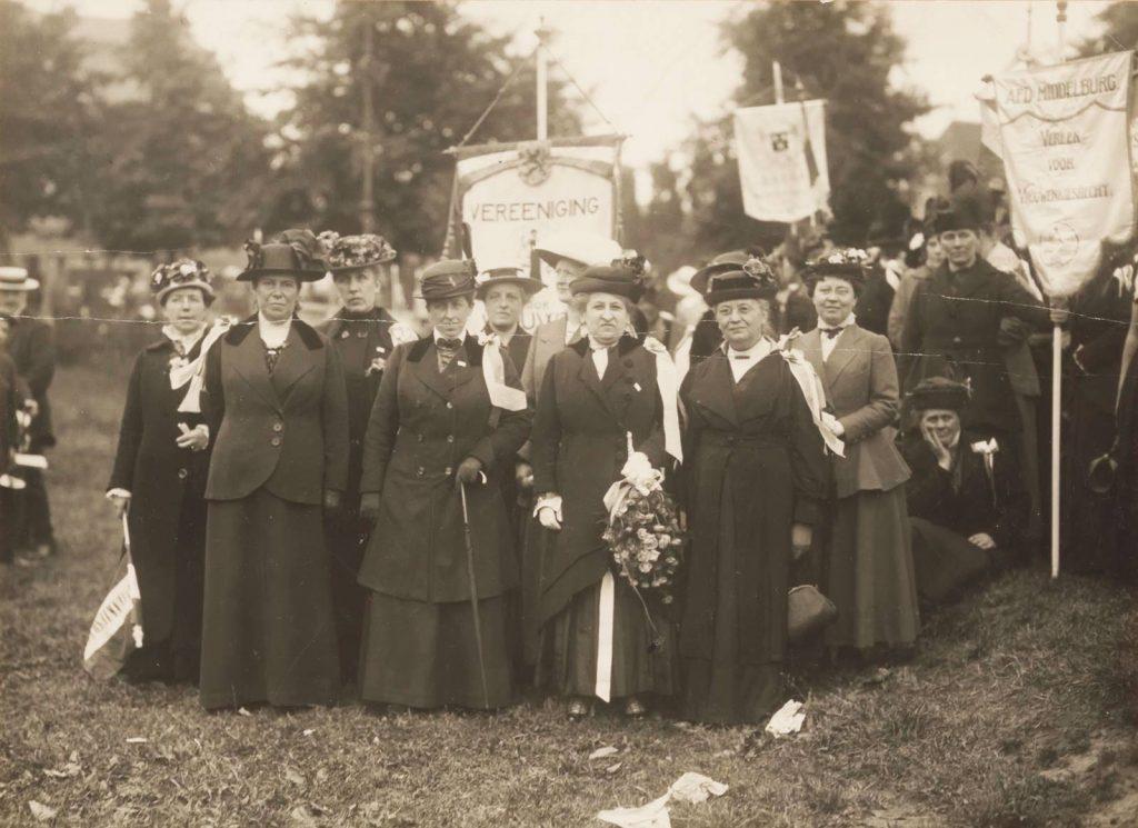 hoofdbestuur van de Vereeniging voor Vrouwenkiesrecht 1916, collectie Atria (100014680)