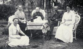 anna reynvaan in het midden op de foto met familie kuiper in 1917
