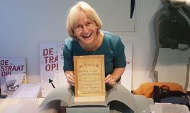 archivaris susanne neugebauer met publicatie De vrouw en haar bouw van Alette Jacobs
