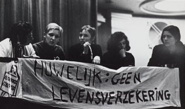 banner at congres dolle mina: marriage is no life insurance