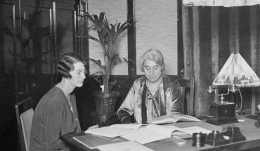Clara Meijers at her desk with her colleague Kleinhoonte on the left