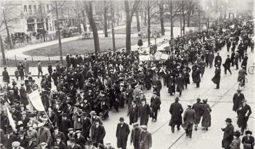demonstration for women's right to vote in the netherlands 1916
