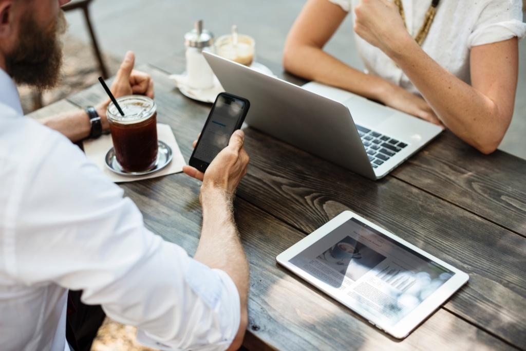 Gerade für lokale Unternehmen sind Kundenbewertungen bei Google & Facebook extrem wichtig