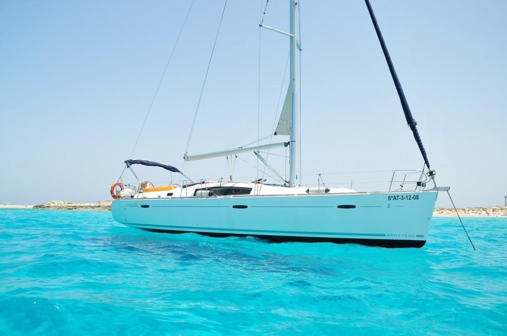 Sailboat-Oceanis-43-Ibiza