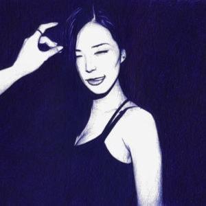 Ilustración realista a bolígrafo Bic azul de una chica en un club