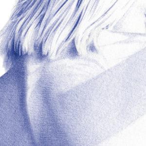 Detalle de ilustración realista a bolígrafo Bic azul de una chica de espaldas