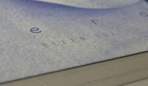 Detalle de la portada de un libro