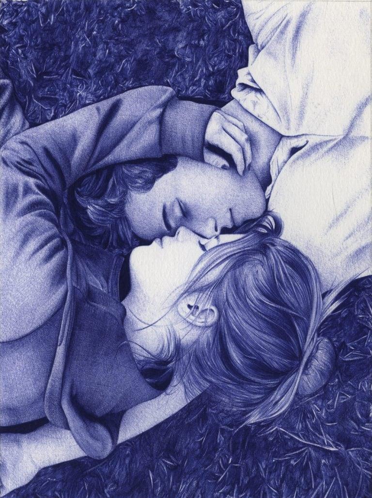 Ilustración realista a bolígrafo Bic azul de una pareja tumbada en el cesped