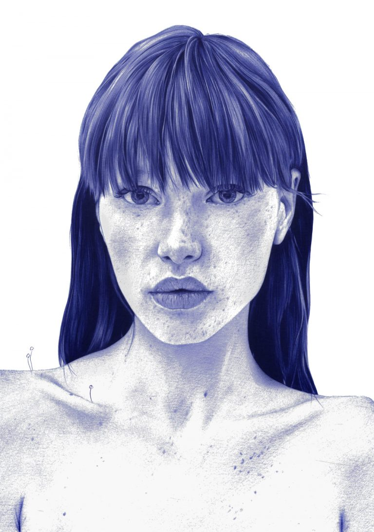 Ilustración realista a bolígrafo Bic azul de una chica con plantas que nacen de su cuerpo
