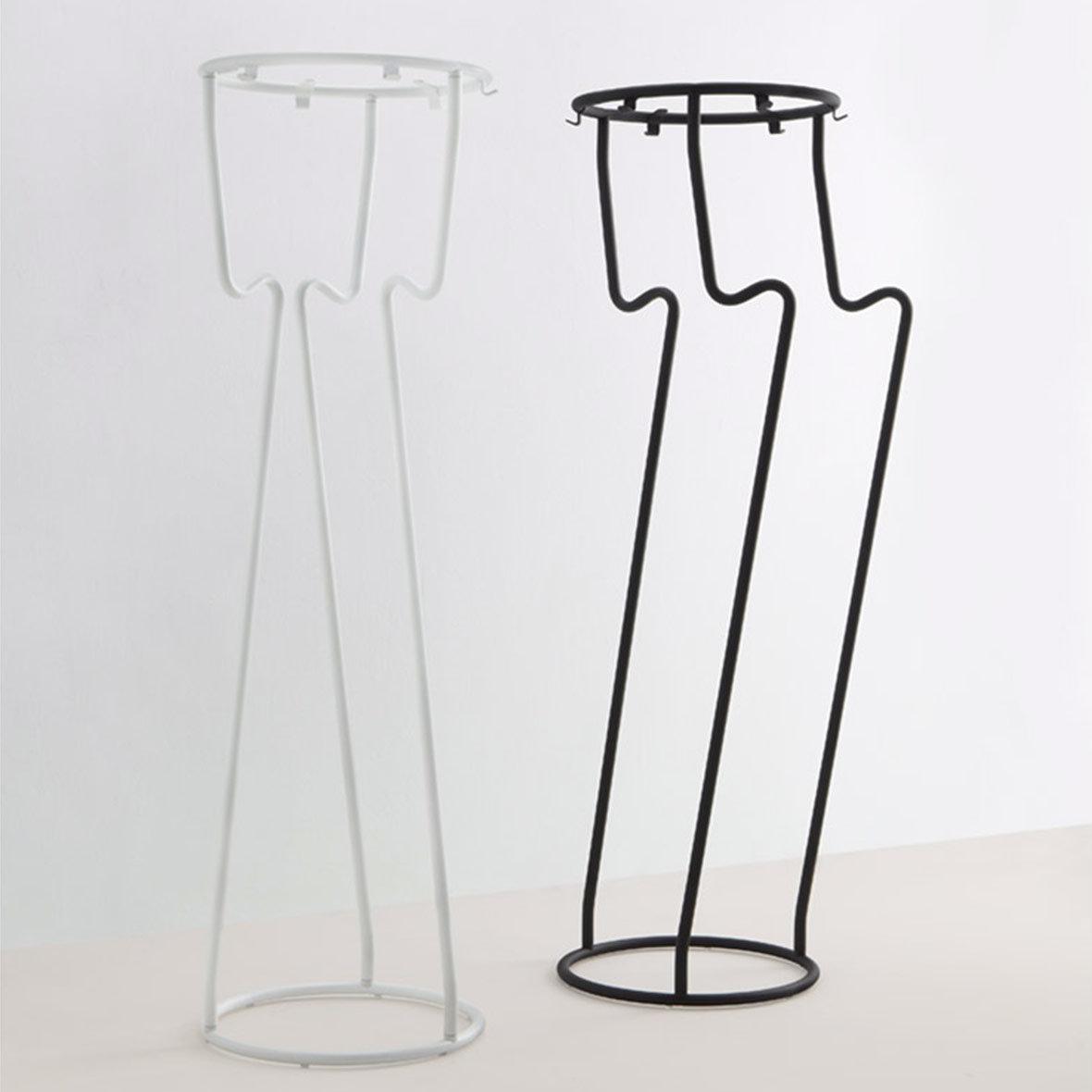 Garderobenständer Magic pulverbeschichtet weiss oder schwarz von Mox