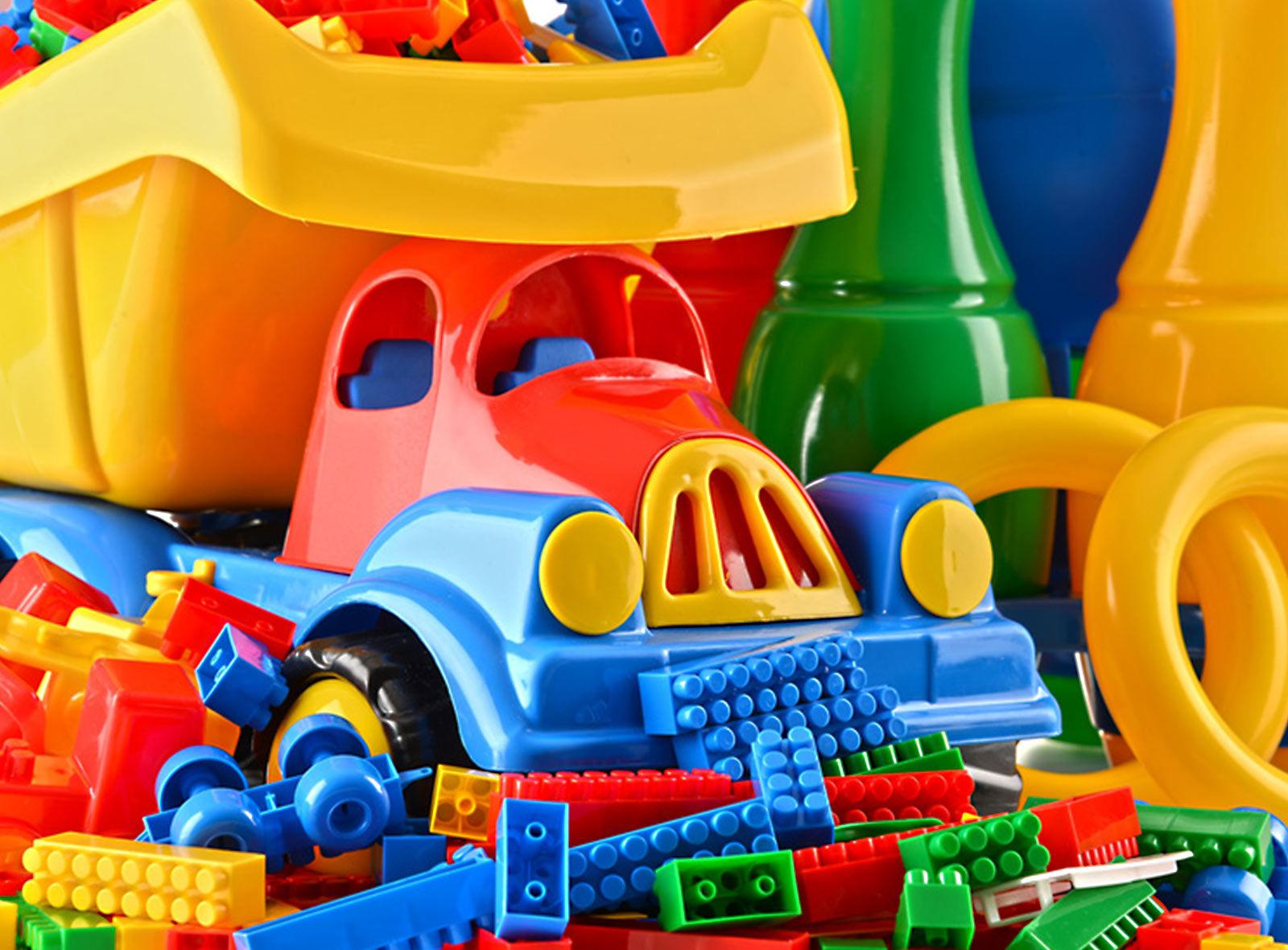 holz-oder-plastik-spielzeug-wald-blog