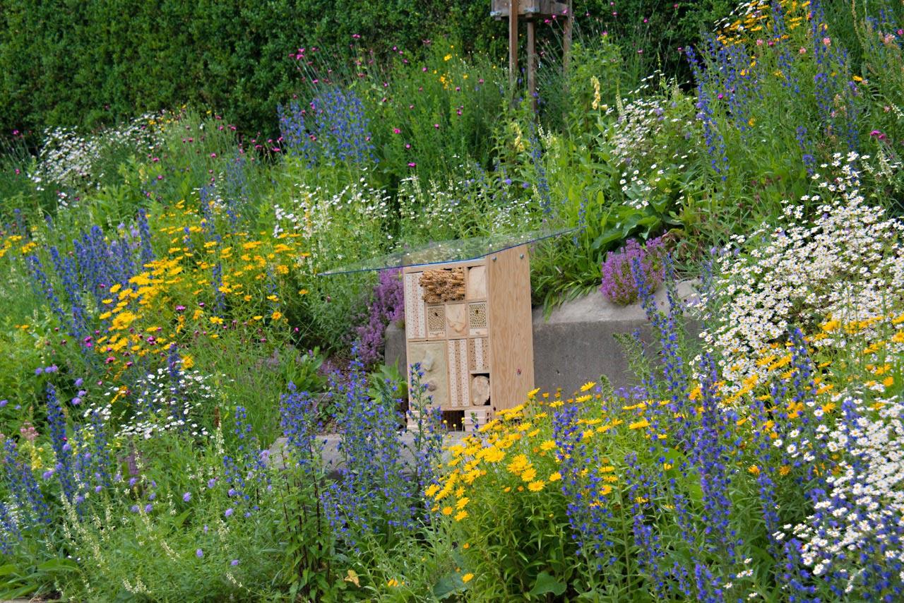 Vielfältiges BeeHome für Wildbienen