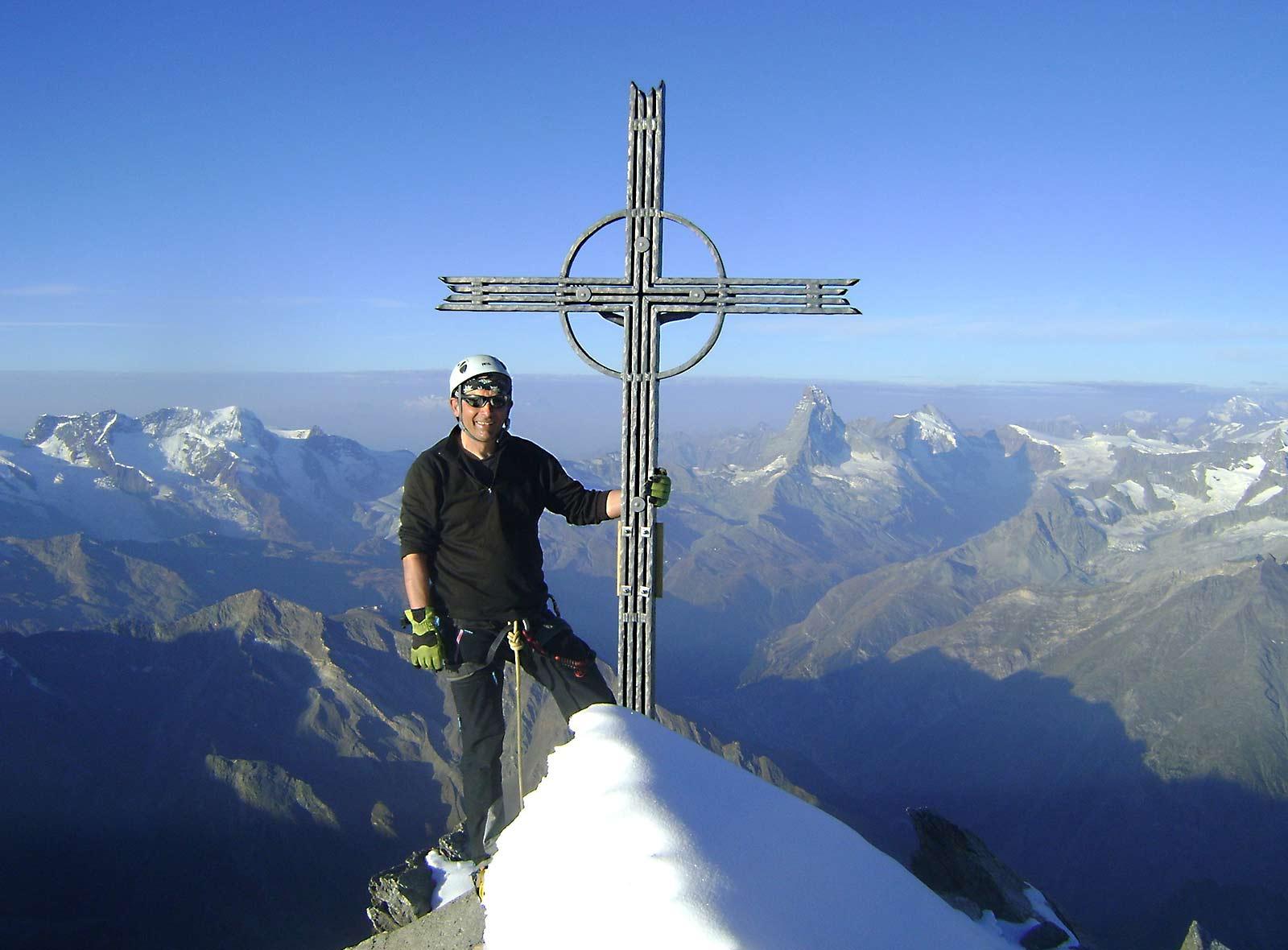 4000er in der Schweiz Täschorn mit Ausblick über die Alpen