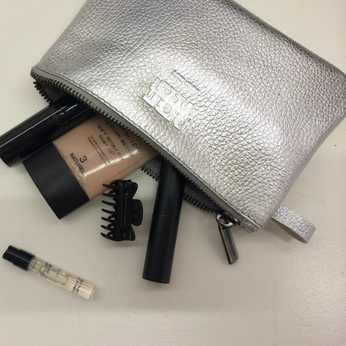 Kosmetiktasche Linea XS in Laminato Silver von Kleinbasel