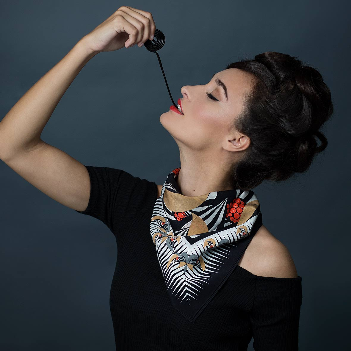 """Nathalie Pellon Foulard/Seidencarré """"Bastille rouge"""" aus der Kollektion """"Un brin de couleur"""""""