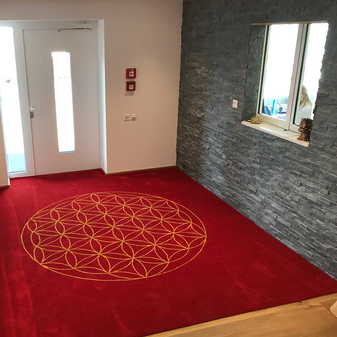 Teppich Lebensblume aus Schnurwolle - terrarot - erdgold - Eingang