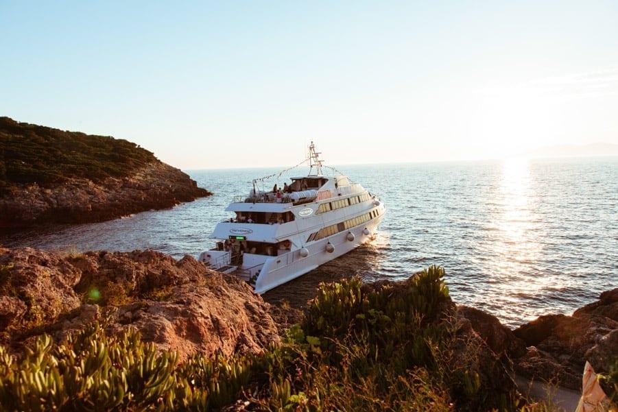 Matrimonio In Barca : Matrimonio in barca a vela sposarsi in mare in toscana versilia