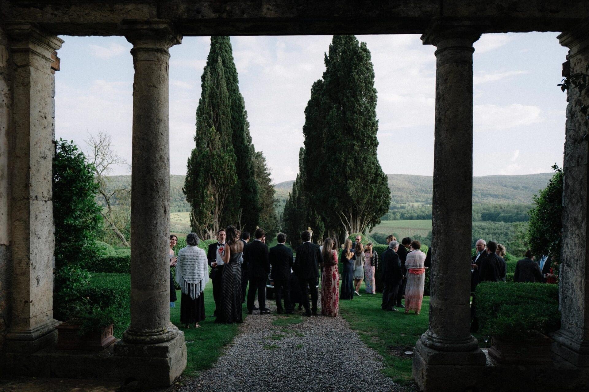 Matrimonio Esclusivo Toscana : Matrimonio a borgo stomennano bianco bouquet wedding planner