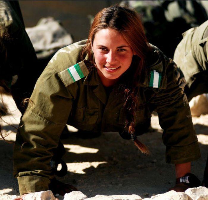 girls in army 07 - בנות בצבא - מסביב לעולם (30 תמונות)