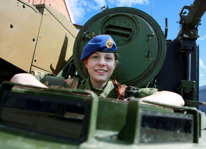 girls in army 08 - בנות בצבא - מסביב לעולם (30 תמונות)